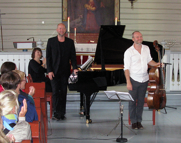 Photo: Robert L. Libkind Audun Sandvik (right) and pianist Sveinung Bjelland take their bows after playing at Reine church.