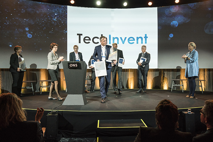 Photo: ONS / Morten Berentsen TechInvent accepts the Innovation Award for their FluidCom technology.