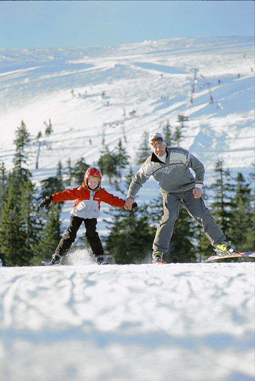 Photo: Ute foto / Visitnorway.com In Norway, kids grow up learning to ski.