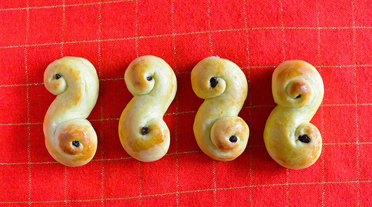 A row of lussekatter.
