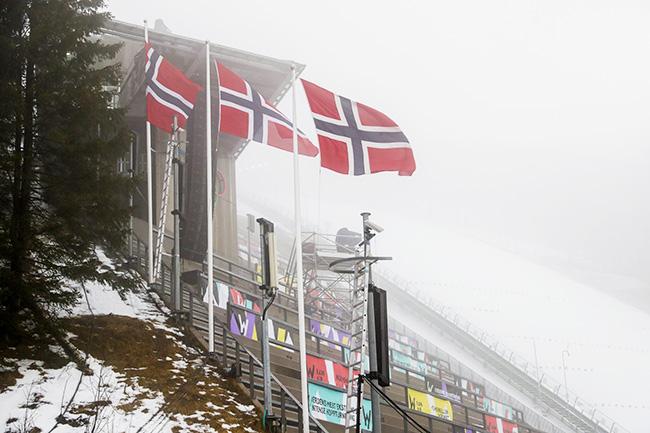 Holmenkollen flags