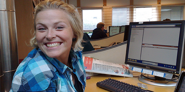 News journalist Eline Buvarp Aardal working at her computer