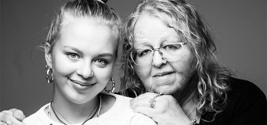 Inga Caroline Thommessen and her granddaughter