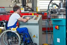 تدريب مجاني لأصحاب الهمم وتسليم المتدربين ماكينات خياطة وأدوات العمل (مستند)