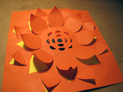 Première création, pour une prise en main de la machine ♦ La fleur de soleil