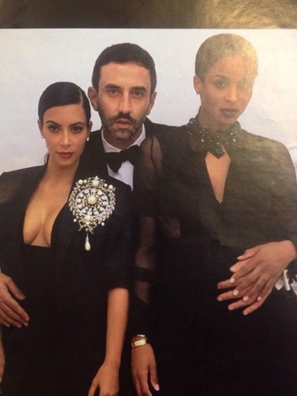 Ricardo Tisci junto a Kim Kardashian y la cantante Ciara