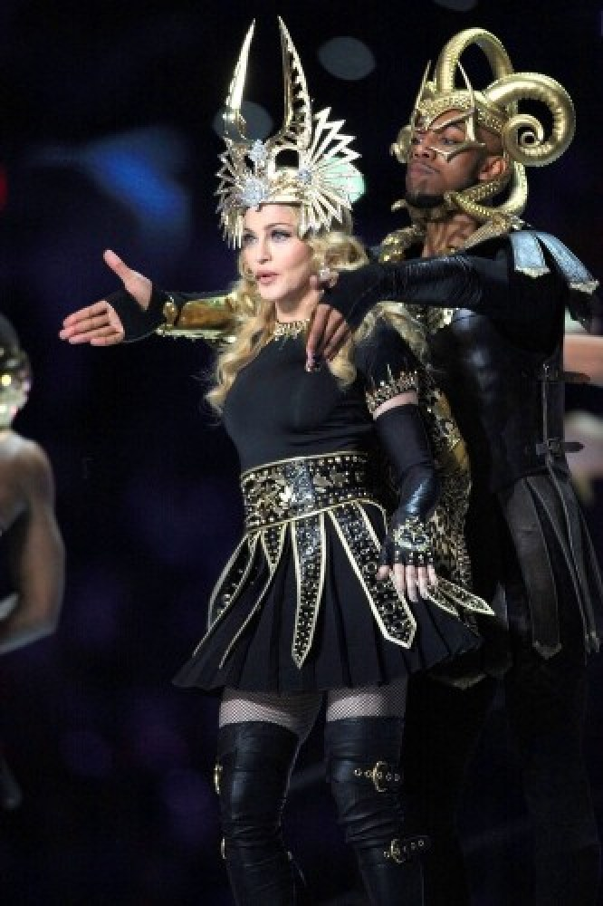 20120206-pictures-madonna-super-bowl-half-time-show-performance-206
