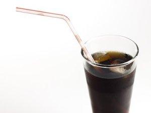 5 Razones para dejar los refrescos de Cola. Motivos para no tomarlos