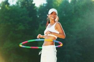Consigue una cinturita de avispa y dile adiós al peso extra con el Hula hula