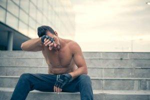 Exceso de ejercicio físico: riesgos y consecuencias negativas