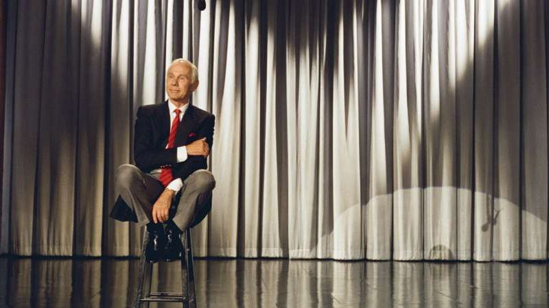 Wheeeere's Johnny? Late-Night TV Could Definitely Use A Host Like You! (The Tonight Show with Johnny Carson episode - Final Broadcast)