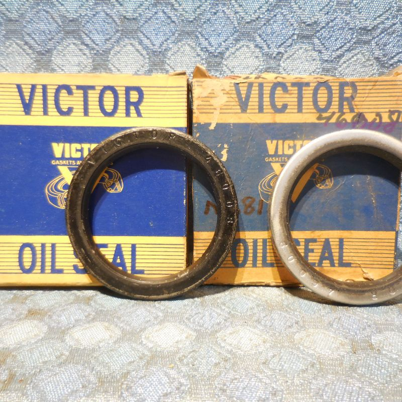 1955-1959 Ford 1956-1965 Mercury Pair NORS Front Wheel Seals 57 58 60 61 #46008