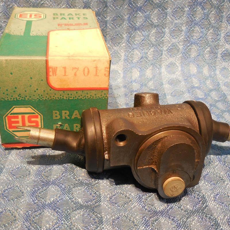 1950-64 International Truck NORS Rear Low RH Wheel Cylinder 52 56 58 60 # 17015