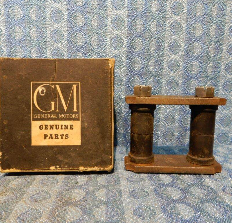 1940-1954 Chevrolet NOS GM Rear Spring Shackle 1941 47 48 49 50 51 52 53 #609462