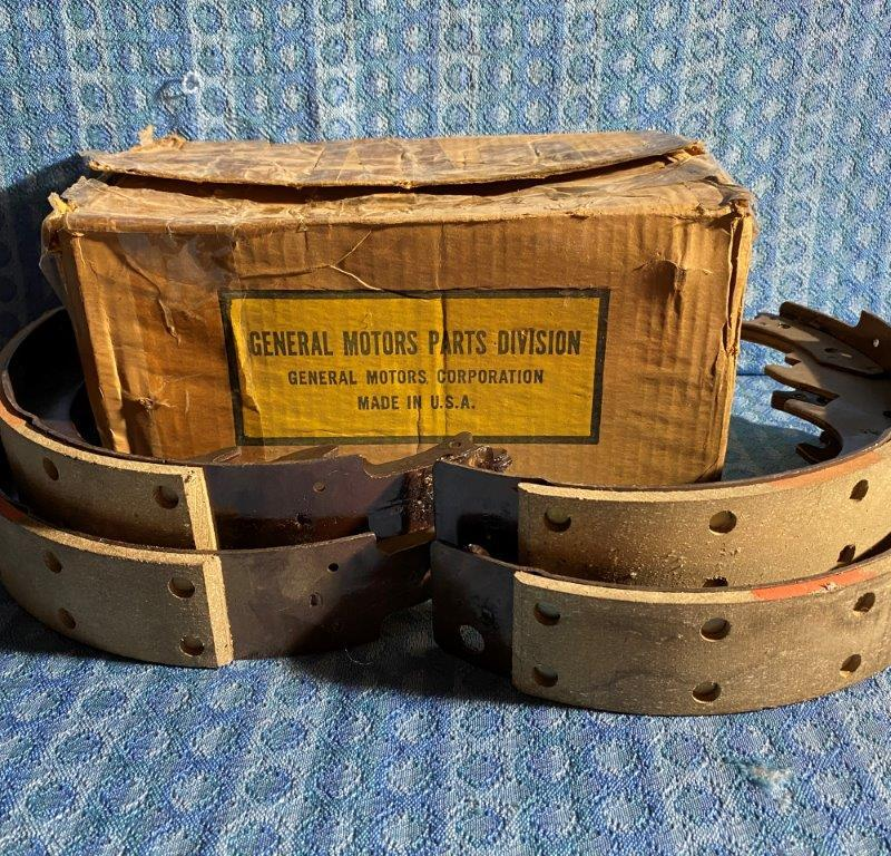 1953-1965 Chevrolet 3/4 Ton NOS GM Riveted Brake Shoe Set #3848106 SEE AD