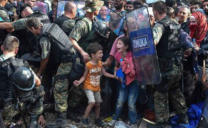 refugees-children-police