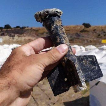 www_aljazeera_com-Fragments-of-old-ammunition-found-by-refugees-at-the-Kara-Tepe-camp