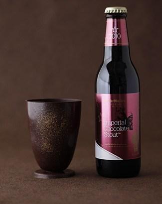 サンクトガーレン、バレンタインデー向け【チョコレート製グラス&チョコビール】を2月2日より800セット限定発売!