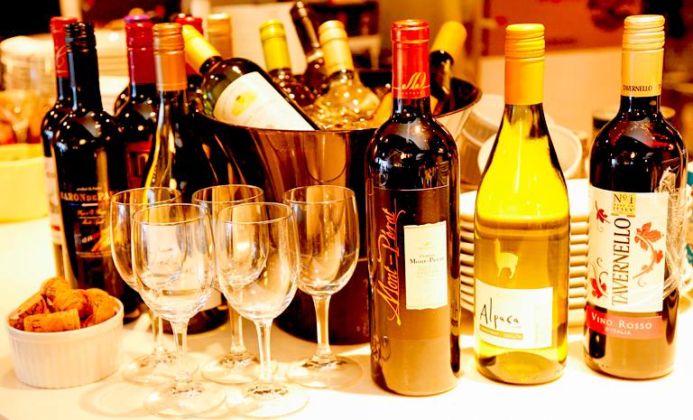 世界各国の約30種のワイン飲み放題