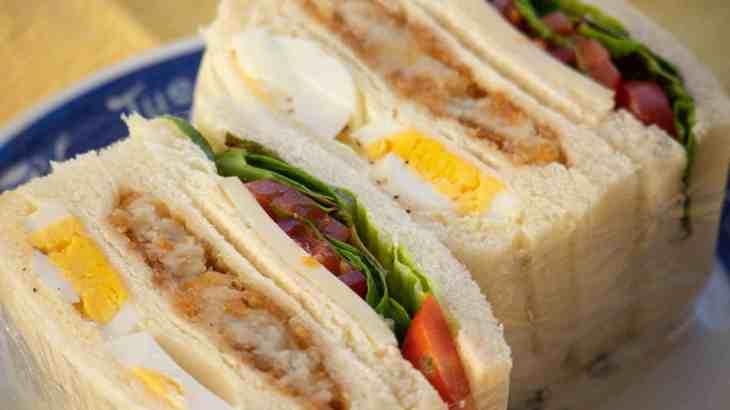 サンドイッチデーは好みのサンドイッチをつまみにお酒を