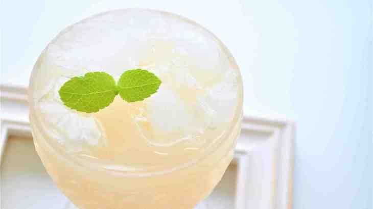 やまなし桃の日は桃のお酒をゆっくり傾けて