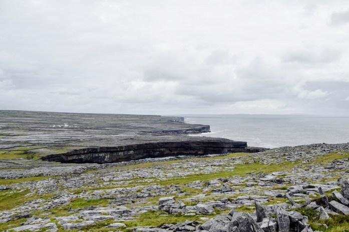 Vista de Inis Mór y acantilados desde Dun Aengus