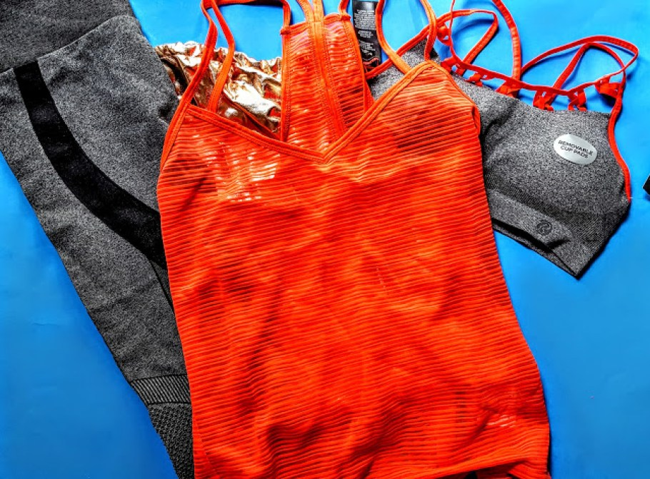 what's in the ellie activewear box