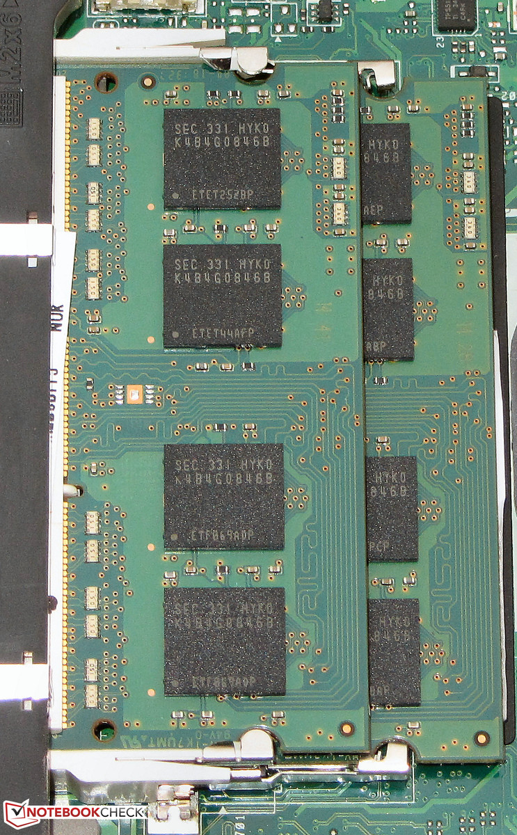 hight resolution of two memory slots are available