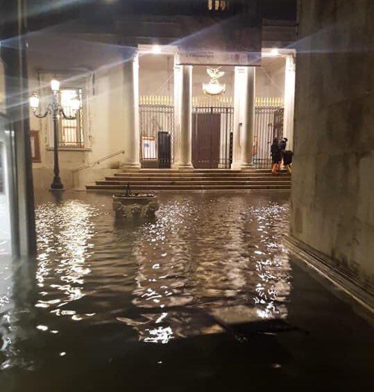 Tutti alla Scala a favore del Teatro La Fenice colpito dall'acqua alta