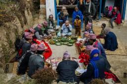 Hinduistische Zeremonie zum Jahrestag des Todes von Bishnus Mutter