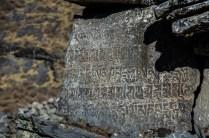 Tibetanische Gebetstafeln am Wegesrand, Lang Tang