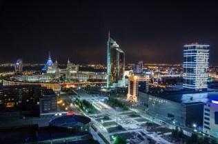 Astana bei Nacht, vom Hostelzimmer gesehen