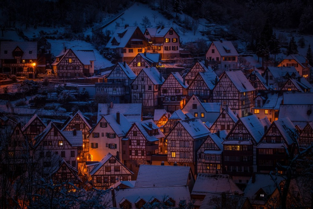 houses at night