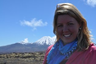 Tongariro Alpine Crossing in the sunshine