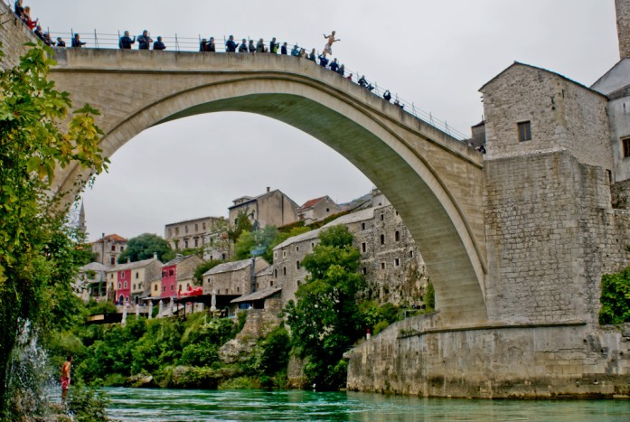 Brandon Niles Cox jumps 86 ft (26m) from the Stari Most, Bosnia and Herzegovina
