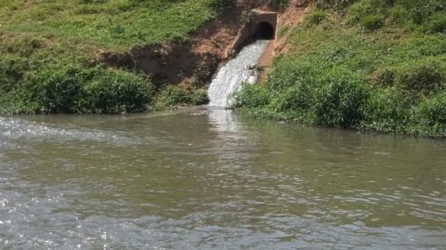 Resultado de imagem para esgoto no rio