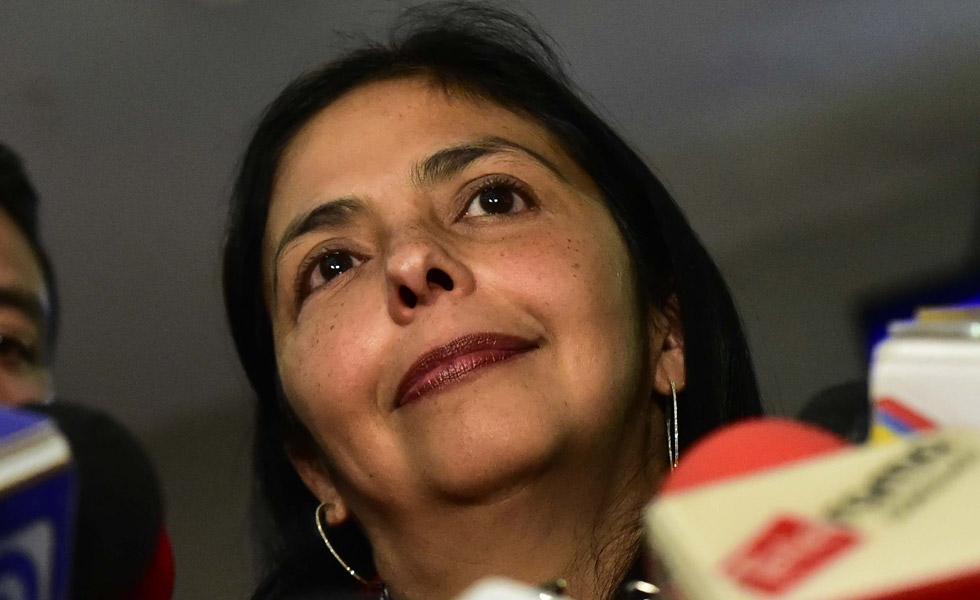 Lo que le faltaba a Delcy Eloina: La policía le cayó a golpes en Argentina (Imágenes)