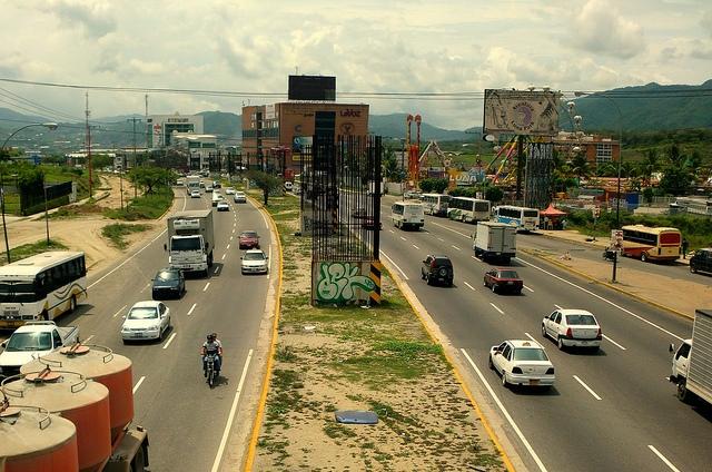 La mujer de Guatire que se lanzó del autobús para no ser robada, murió (Imagen fuerte)
