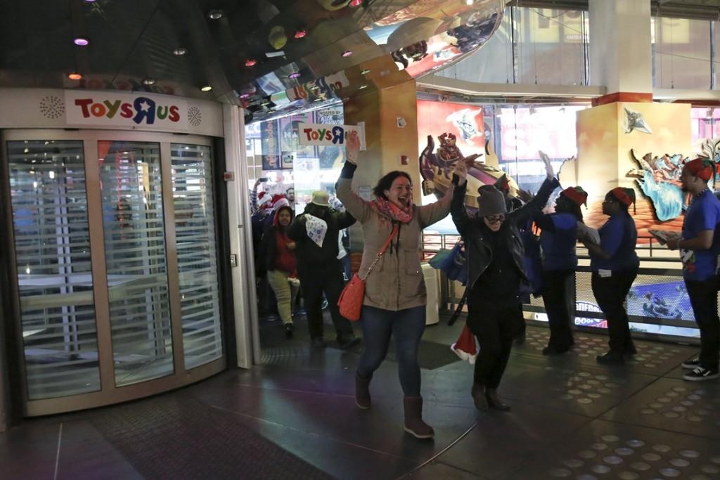 "Some of the first customers enter Toys ""R"" Us Times Square store during the early opening of the Black Friday sales in the Manhattan borough of New York, November 26, 2015. REUTERS/Andrew Kelly"