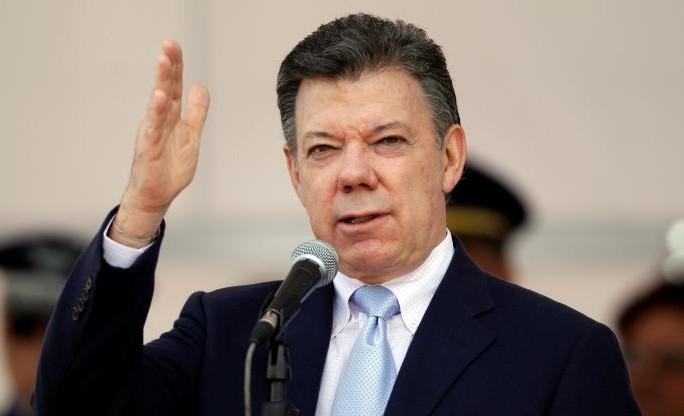 Juan Manuel Santos firma decreto que permite a venezolanos solicitar la nacionalidad colombiana