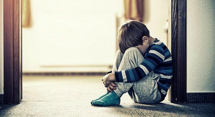 De terror: Madre tuvo relaciones con su hijo de 12 años para hacerlo sentir especial