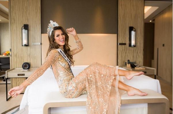 Oh LaLá! ¿La nueva Miss Universo tiene novia? (Fotos)