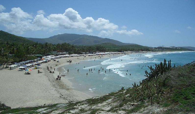 Hirieron a un pran cuando disfrutaba de un día de playa con su familia en Parguito