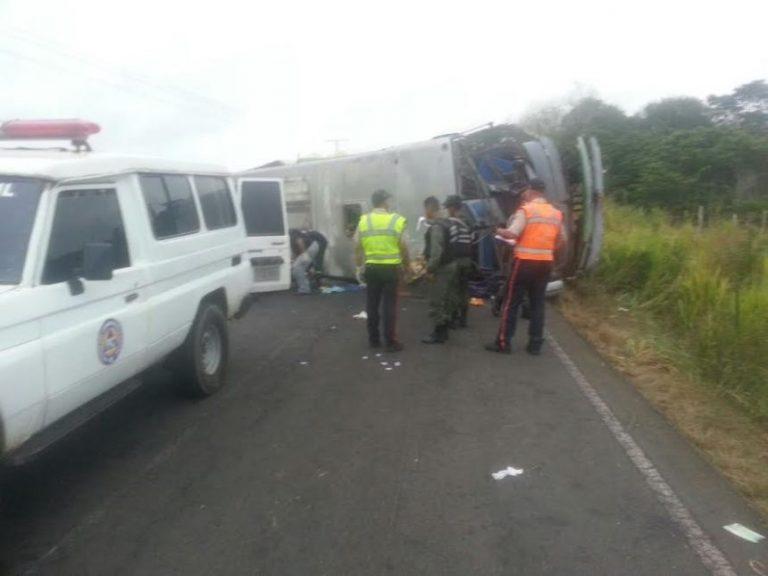 Diez personas fallecidas deja accidente de tránsito en el estado Bolívar