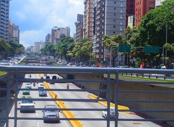 Avenida_Libertador,_Caracas,_Venezuela