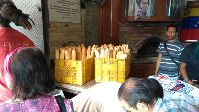 ¡Duró poco! La panadería intervenida de la avenida Baralt ya no vende pan