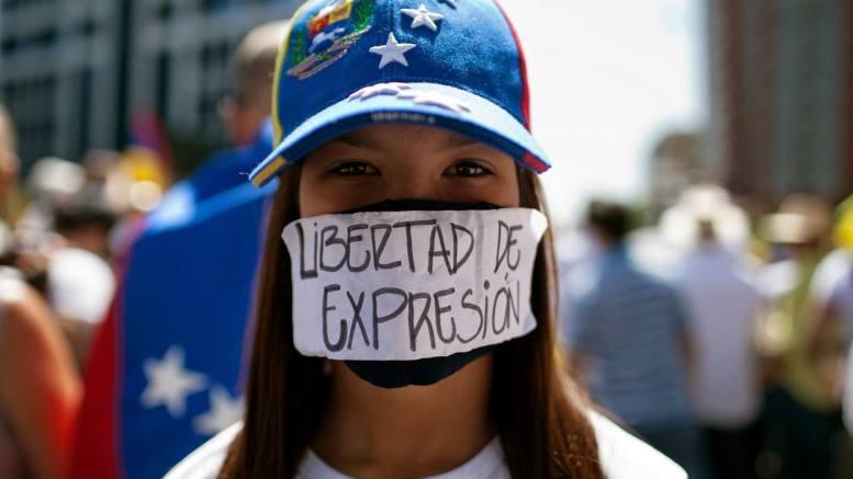 protesta a favor de la libertad de expresión