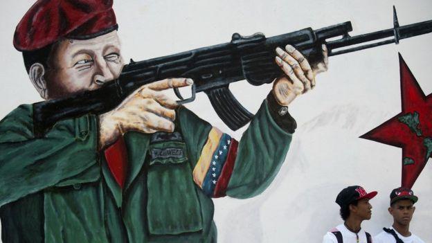Resultado de imagen para los colectivos toman caracas en defensa de la revolucion