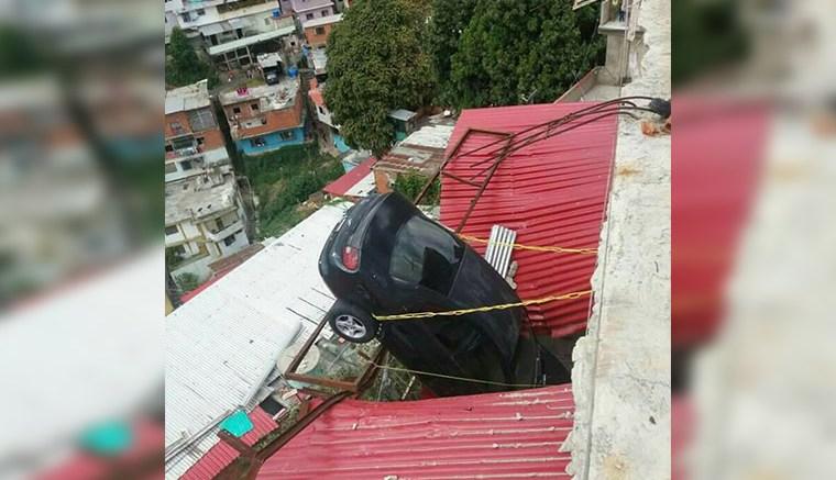 Vehícul-destrozó-techo