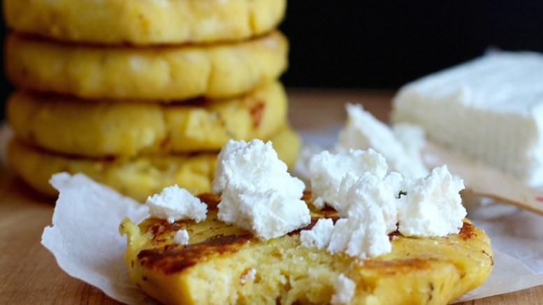 arepas-de-platano-maduro-y-queso